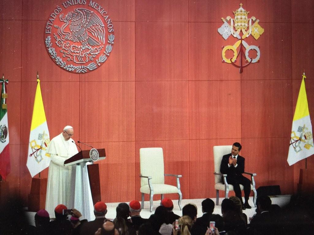 pope palacio 2